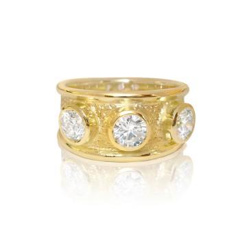 18ct Yellow Gold & Diamond Gothic Ring